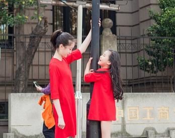 魔发妹-小红裙9